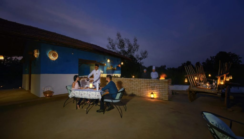 pugdundee-safaris-travelogue-Pench-farm-dinner-by-guests