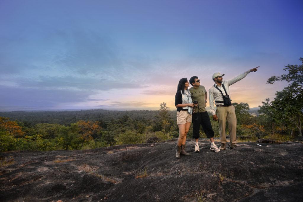 pugdundee-safaris-hilltop-sundowner-at-kanha