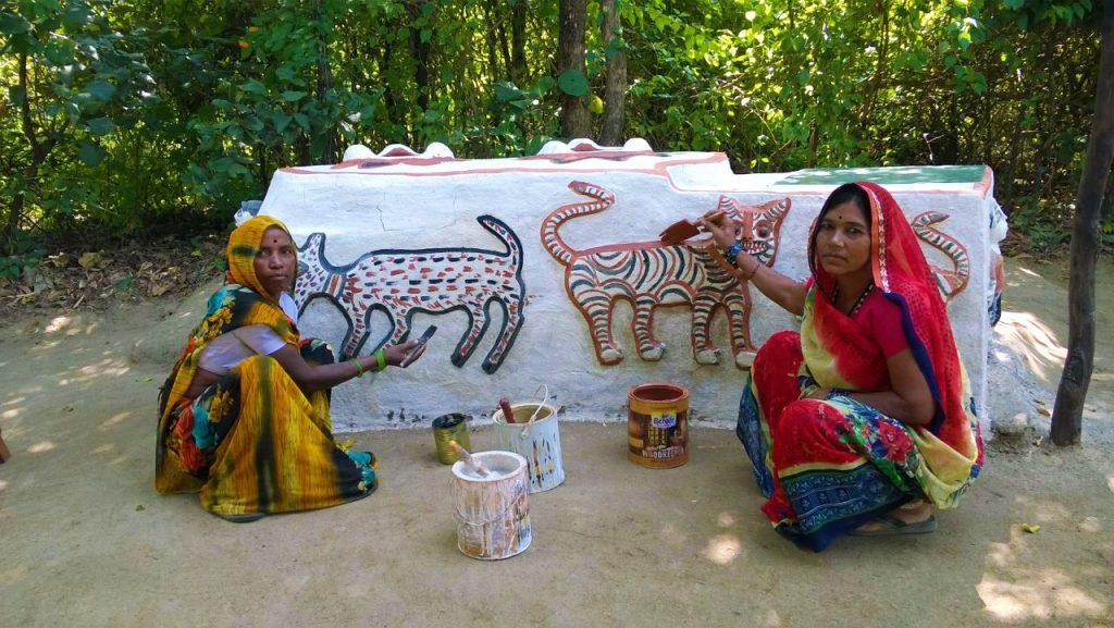 pugdundee-safaris-village-art-work-kanha-national-park