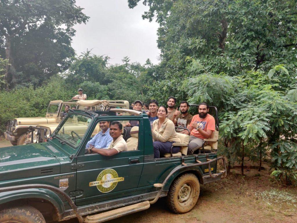 pugdundee-safaris-jeep-safari-wildlife-training