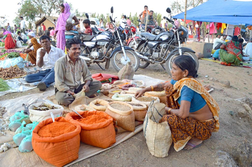 pugdundee-safaris-tribal-bazar-market