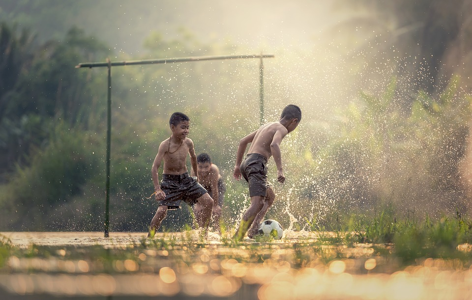 pugdundee-safaris-nature-why-children-must-spend-time-in-nature-football