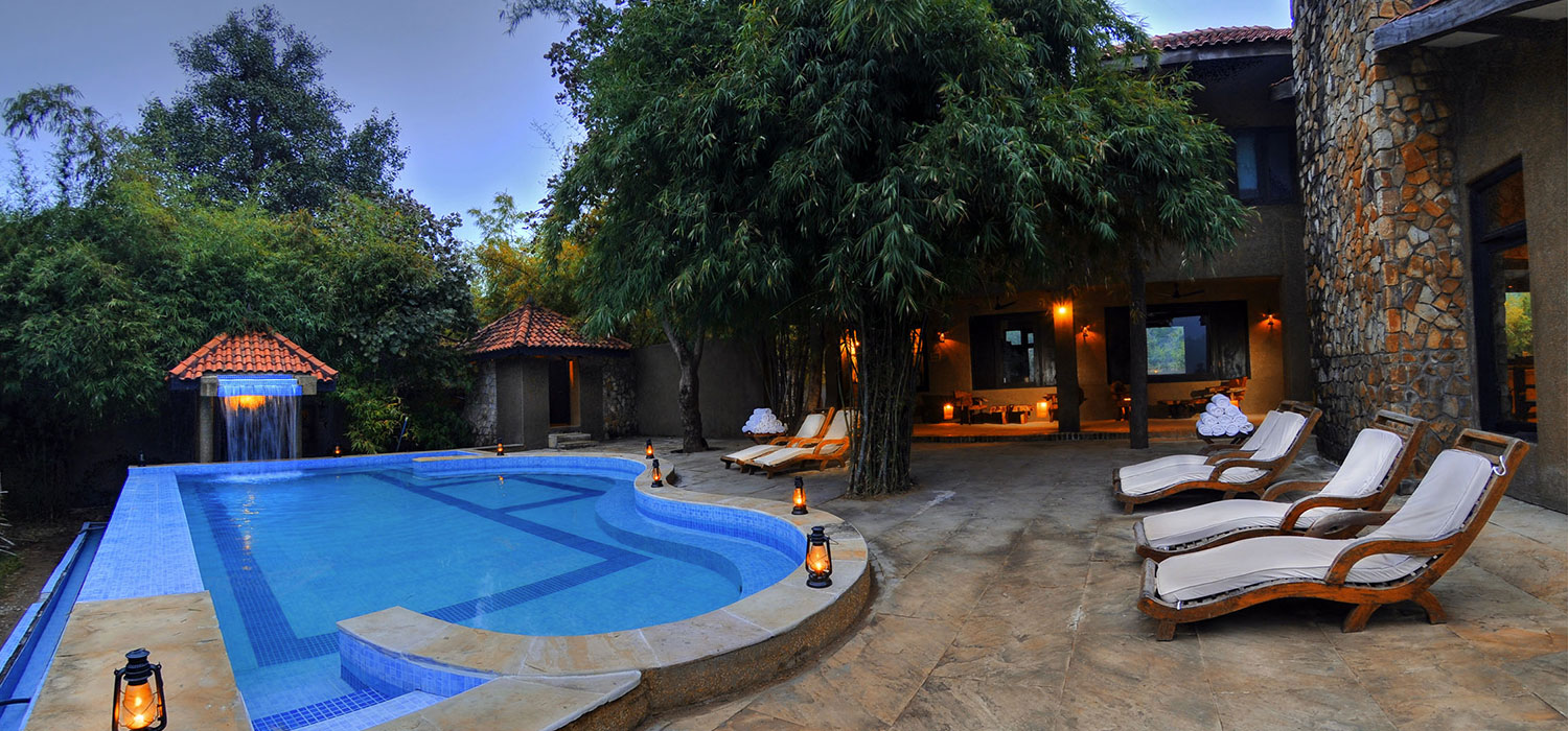 Resort with pool in bandhavgarh - kings lodge